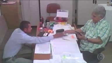 PF da Bahia prende titular de cartório em Vitória da Conquista que cobrava propina - A Polícia Federal da Bahia prendeu o titular de um cartório em Vitória da Conquista que cobrava propina descaradamente dos clientes. A operação foi resultado de uma investigação que começou em 2016.