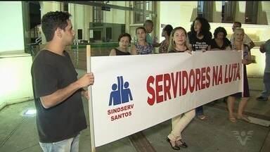 Servidores públicos de Santos realizam protesto - Categoria não concorda com reajuste proposto pelo governo.