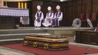 Dom Ricardo, arcebispo emérito de Pouso Alegre, é sepultado na Catedral Metropolitana - Dom Ricardo, arcebispo emérito de Pouso Alegre, é sepultado na Catedral Metropolitana