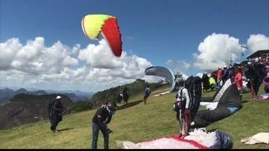 Piloto de parapente morreu após 'forte turbulência', diz organização no ES - Alessandro Heringer de Jesus participava de competição em Baixo Guandu, quando se acidentou. Pan-Americano foi suspenso por um dia.
