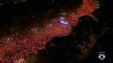 Protesto em Porto Alegre pede prisão de Lula um dia antes de julgamento de habeas corpus - Manifestantes se reúnem na Avenida Goethe, no bairro Moinhos de Vento, em Porto Alegre. Ato ocorre na véspera do julgamento do habeas corpus preventivo do petista no Supremo Tribunal federal (STF).