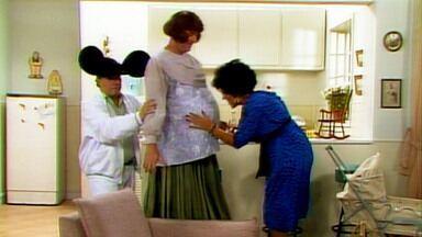 O Segredo de Darcy - Capítulo 05 - Em 'Quando Voam as Cegonhas', Darcy fica grávida e Tavinho atende todos desejos dela: feijoada, cerveja e linguiça!