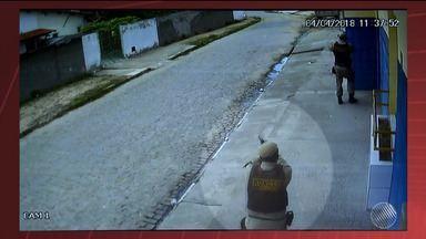 Imagens de câmeras de segurança mostram abordagem policial a PM morto em Feira de Santana - Caso ocorreu no bairro Mangabeira, na quarta-feira (4).