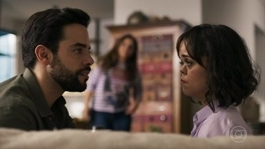 Amaro revela a Estela que há uma possibilidade de recuperar a visão - Ele exige que Sophia custeie sua operação, mas a vilã se recusa e ainda humilha a filha caçula