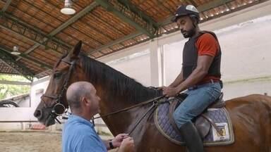 Hoje é dia de cavalo: um dia na hípica - Alexandre Henderson aprende as técnicas para cavalgar