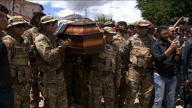 Corpo de capitão da Caatinga é sepultado em Porto da Folha - O enterro foi realizado com honras militares, no Cemitério São Joaquim.