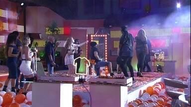 Brothers aplaudem apresentação de dançarinos na Festa Pompéia - Brothers aplaudem apresentação de dançarinos na Festa Pompéia