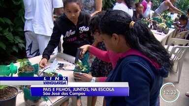 Pais e alunos vão juntos para a escola em São José - Ação aconteceu neste sábado na Fundhas.