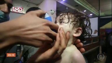 Ataque com mísseis deixa mortos e feridos em aeroporto na Síria - O bombardeio teria acontecido depois do governo sírio ser acusado, de novo, de atingir civis com armas químicas. O comando militar dos EUA nego que tenha lançado os mísseis.