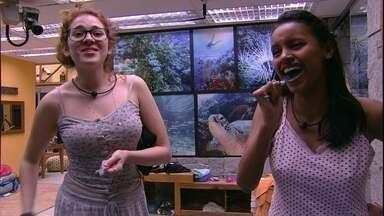 Gleici e Ana Clara escovam os dentes juntas - Sisters conversam no banheiro