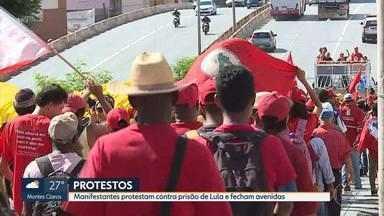 Manifestantes protestam contra a prisão do ex-presidente Lula na Grande BH - Ativistas colocaram fogo em pneus e fecharam avenidas na Pampulha, na Região Centro-Sul da capital e em Contagem.