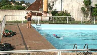 Inscrições abertas para natação e hidroginástica na pisciana pública de Paranavaí - Interessado devem apresentar atestado médico para praticar as atividades.