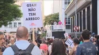 Greve dos servidores contra projeto da prefeitura restringe atendimentos em Florianópolis - Greve dos servidores contra projeto da prefeitura restringe atendimentos em Florianópolis