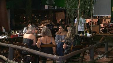 Bares e restaurantes aproveitam para faturar durante a Expolondrina - O movimento durante à noite é maior no parque. Donos de food trucks e restaurantes aproveitam a temporada para aumentar o faturamento.