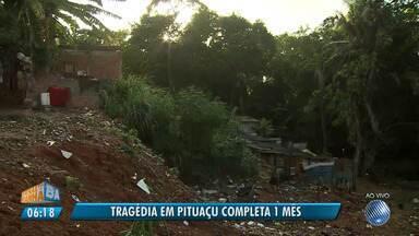 Tragédia em Pituaçu completa um mês; quatro pessoas morreram no desabamento - No dia 13 de março, quatro pessoas morreram após desabamento na comunidade do Alto do São João.