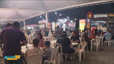 Vistantes da Expo Londrina aproveitam opções gastronômicas - A Expo funciona quase 24 horas e tem muitas opções para quem passa o dia por lá.