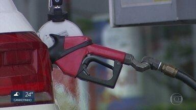 Preço da gasolina revolta motoristas no Recife - Nesta sexta-feira (13), foi possível encontrar postos comercializando o litro por cerca de R$ 4,20.