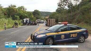 Acidente bloqueia trecho da BR-381 em Sabará - Caminhão tombou e atingiu um carro.