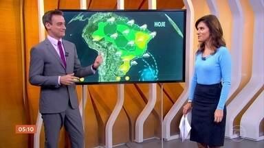 Chuva continua no Sudeste nesta segunda-feira (16) - A chuva continua no Rio de Janeiro, Espírito Santo e em boa parte do estado de São Paulo, que inclui capital e litoral. É que tem vento forte e úmido soprando do mar para o continente. E isso ajuda a deixar tudo mais fechado.