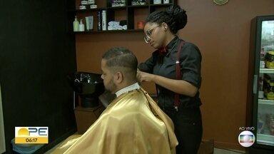 Dono de barbearia no Recife mostra como realizou sonho de ser empresário - Ele participou de cursos de capacitação e fez investimento com o apoio de familiares