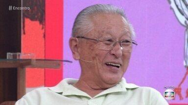 Idosos ganham qualidade de vida com prática de exercícios - Hiromi parou de fumar e começou a correr aos 50 anos. Hoje, ele e a mulher não conseguem se imaginar sem atividade física