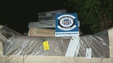 Guarda Municipal prende suspeitos com carga roubada de colchões e sofás em Sumaré - Um dos suspeitos estava fora da prisão há dois meses.