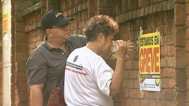 Greve dos servidores municipais chega ao 8º dia em Ribeirão Preto - Justiça determinou o funcionamento de escolas e unidades de saúde, mas locais seguem sem atendimento.