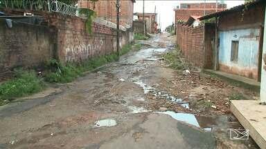 Moradores de bairro em São Luís reclamam da falta de infraestrutura em ruas - Moradores do bairro Divinéia afirmam que ruas e até avenidas completamente esburacadas.