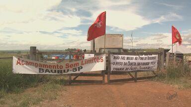 Justiça concede liminar de reintegração de posse para a Embrapa após ocupação de fazenda - Segundo a liminar, os sem terra tem até as 15h para desocuparem o local.