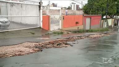 Buracos deixados em obras da Caema são motivo de reclamações em São Luís - Crateras deixadas por obras realizadas pela Companhia de Saneamento Ambiental do Maranhão (Caema), causam indignação aos moradores de muitos bairros da capital.