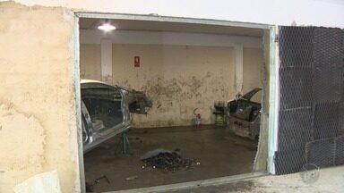 Polícia descobre desmanche no bairro São Martinho em Campinas e cinco suspeitos são presos - No local, dois veículos estavam desmanchados e peças também foram encontradas.