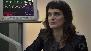 Clara conta para Gael que já pode entrar com pedido de guarda de Tomaz - Henrique revela que o transplante de Adriana já foi realizado. Clara explica para Gael que seus bens já foram desbloqueados e ele sugere que os dois criem Tomaz juntos