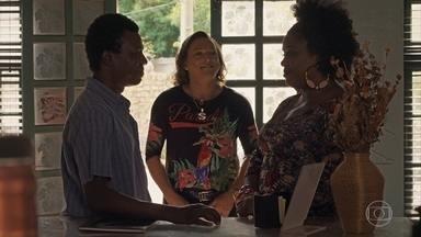 Ivanilda aceita o convite para morar com Valdo - Nicácio se emociona com declaração de amor do garimpeiro para a namorada