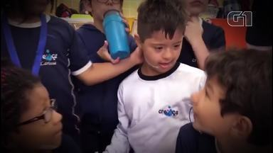 Resultado de imagem para Olha Que Legal: Crianças usam fitas no rosto para apoiar colega com síndrome de Down