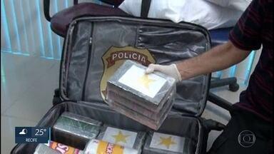 Mulher é presa tentando embarcar com cocaína no Aeroporto do Recife - Mais de 16 quilos de droga foram encontrados