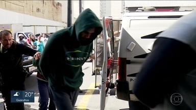 Polícia leva 17 suspeitos de furtos no Brás para a delegacia - Eles vão responder por associação criminosa e passar mais tempo na cadeia