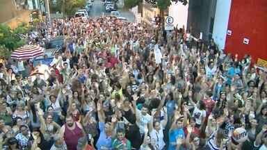 Servidores aceitam proposta da Prefeitura e encerram greve em Ribeirão Preto - Reajuste de 2,5% foi votado e aprovado em assembleia nesta quinta-feira (19).