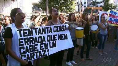 Professores de creches filantrópicas de Londrina fazem dia de paralisação - O município tem 70 creches filantrópicas que atendem 6 mil crianças. Os professores reivindicam melhorias nos salários.