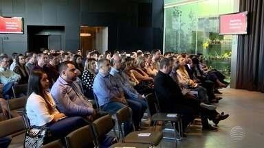 Encontro de publicitários discute ideias para manter marcas em destaque - Evento foi realizado na TV Fronteira.