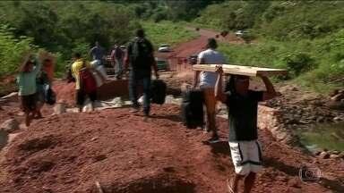 Após chuva, obras inacabadas no Piauí deixam cidades isoladas - Ao menos 16 cidades do Piauí estão em situação de emergência devido à chuva. Mais de 15 mil pessoas foram afetadas pelas tempestades. E a situação é ainda pior por causa de obras inacabadas, que acabam deixando as cidades isoladas.