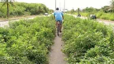 Entorno do Canal dos Coqueiros e da RJ-126 está com vários pontos abandonados - Assista a seguir.