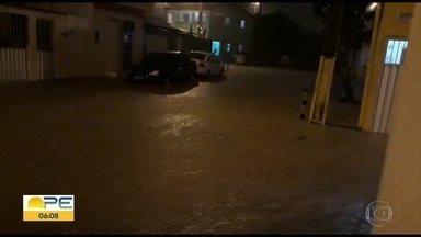 Chuva provoca transtornos no Grande Recife - Em 24 horas, Jaboatão teve precipitação esperada para 16 dias