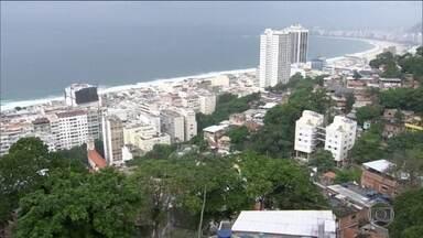 Briga entre traficantes leva pânico às ruas de Copacabana e do Leme - Moradores do Leme, na Zona Sul do Rio, viveram momentos de pânico no fim de semana. Traficantes de duas comunidades trocaram tiros por várias horas pelo controle do tráfico de drogas na região.