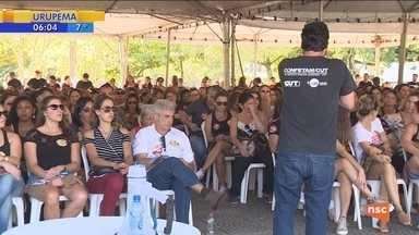 Após aprovação de projeto de lei, servidores de Florianópolis decidem continuar greve - Após aprovação de projeto de lei, servidores de Florianópolis decidem continuar greve