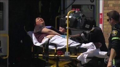 Motorista de van atropela e mata 10 pessoas no Canadá; 15 ficaram feridas - O motorista de uma van atropelou dezenas de pessoas, em Toronto, no Canadá. Dez morreram e 15 ficaram feridas.