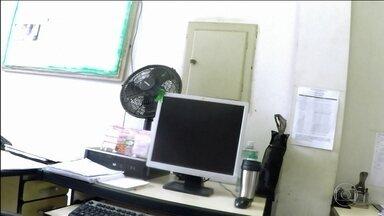 Mais de 100 mil servidores são investigados por acumulo ilegal de cargos em MG - Em Minas, mais de 102 mil servidores públicos estão sendo investigados por acumulo ilegal de cargos. Um levantamento inédito do tribunal de contas do estado apontou irregularidades em várias prefeituras da Região Metropolitana de Belo Horizonte.