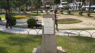 Estátuas são retiradas de praças para evitar vandalismo - Os monumentos vão passar por limpeza e restauração;