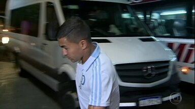 Dudu é xingado por torcedores do Palmeiras na Argentina - Dudu é xingado por torcedores do Palmeiras na Argentina