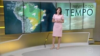 Confira a previsão do tempo para esta terça-feira (24) - O dia deve ser quente em quase todo o país.