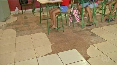 Alunos de escolas públicas no MT enfrentam superlotação, pisos quebrados e até morcegos - Um retrato do descaso com a educação, no Brasil: três escolas públicas em Mato Grosso têm superlotação, pisos quebrados, banheiro sem pia e até morcegos nas salas de aula.